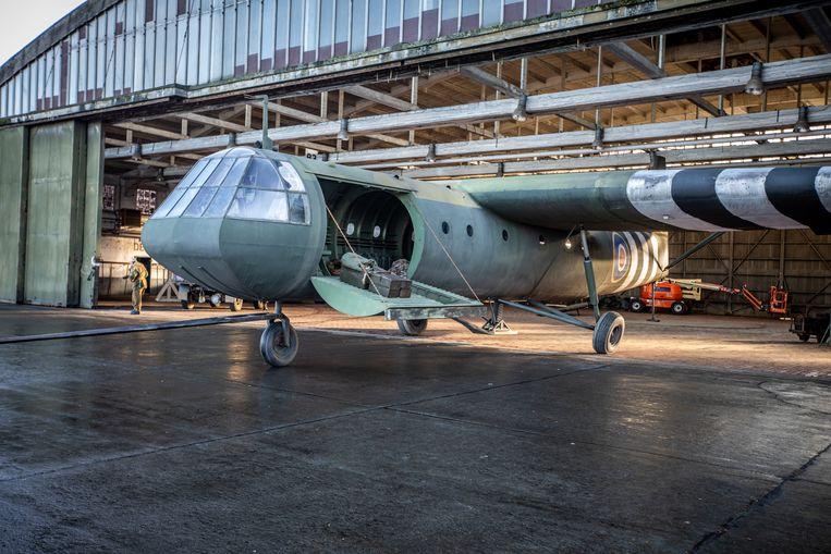 Ook een zweefvliegtuig werd volledig in hout nagebouwd.