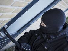 Luidruchtige inbreker steelt waardevolle spullen in huis Almkerk en vlucht via dak