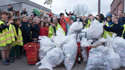 Lenteschoonmaak in Kluisbergen met jeugdverenigingen en inwoners