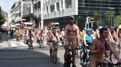 VIDEO. Honderd naakte fietsers palmen voor vijftiende keer centrum Brussel in