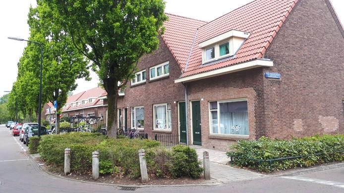 De Cronjéstraat. Het tweede huis van rechts was het huis van het vluchtelingengezin.
