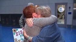 Emotioneel: Amerikaanse zussen zien elkaar terug na 75 jaar