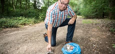Mooks bospad bezaaid met vloerbedekking en plastic