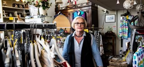 Moederkloek Iris zag aan de 'Lange B' talloze zaken sluiten en stopt na 40 jaar zelf met haar winkeltje: 'Deze straat is mijn leven'