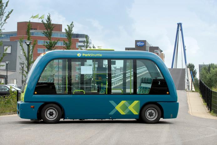 Nederland, Capelle a/d IJssel, ParkShuttle, een automatische, elektronisch geleide autobusdienst.