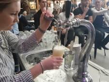 Ervaren barpersoneel tapt nerveus het perfecte biertje in Breda