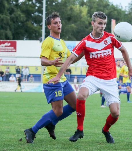 Oud-prof Bakker stopt met voetballen: 'Hij blijft altijd welkom bij Staphorst, in welke rol dan ook'