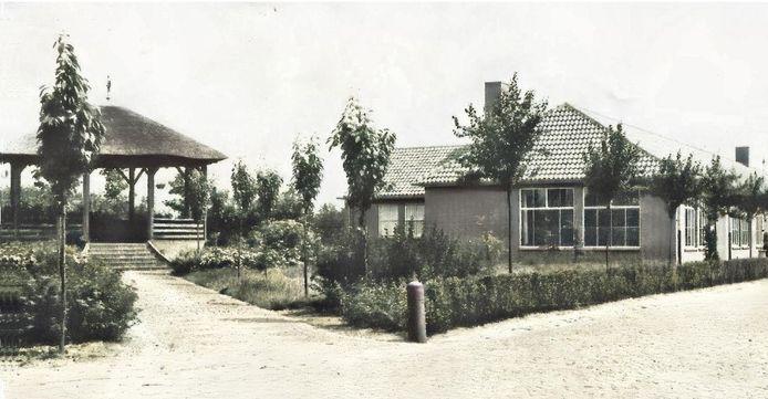 Een van de ingestuurde ideeën: een replica van een eerdere kiosk die in Haaren stond, op de hoek van Driehoeven en Leijpad, ofwel tussen de kerk en het oude gemeentehuis. Deze kiosk heeft later plaats moeten maken voor het broederhuis. Het idee komt van Noud van den Braak, voormalig eigenaar van Café Den Bartel.
