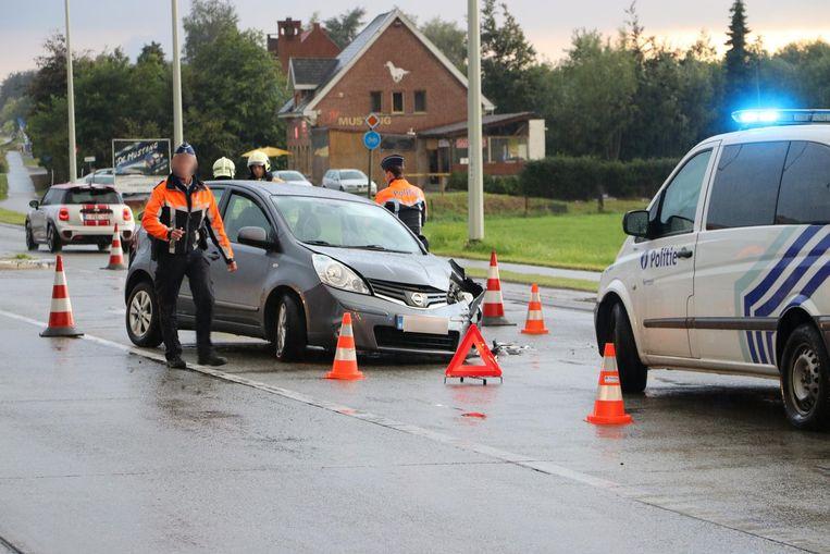 Beide bestuurders raakten gewond en moesten naar het ziekenhuis.