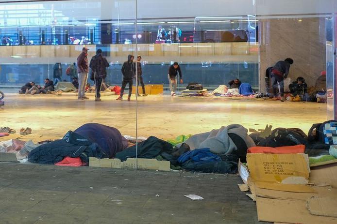 Des transmigrants à la gare de Bruxelles-Nord