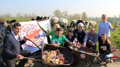 """Boeren sturen blikjes terug naar de politici: """"Onze koeien sterven erdoor, statiegeld is de oplossing"""""""