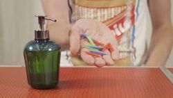 Met dit trucje kan je vloeibare zeep in heel kleine hoeveelheden verpakken