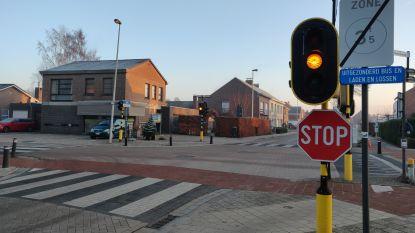 Straks weer rode en groene lichten aan  kruispunt Emblemsesteenweg – Torenvenstraat