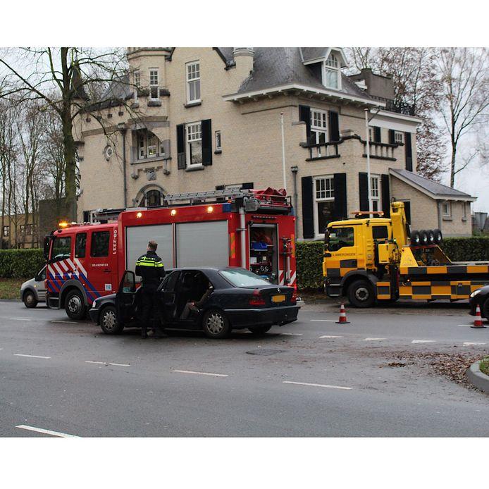 Meerdere auto's botsten op elkaar op de Neerbosscheweg in Nijmegen.