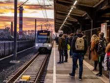Hoekse Lijn overtreft alle verwachtingen, tienduizenden reizigers maken gebruik van metro