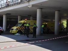 Motorrijder zwaargewond na klap tegen pilaar onder viaduct in Roosendaal