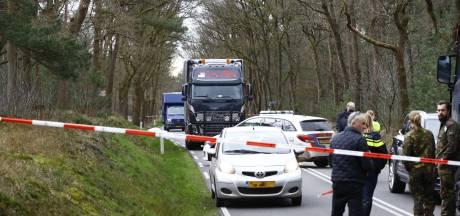 Voetganger overlijdt na aanrijding met vrachtwagen op N310 op de Veluwe