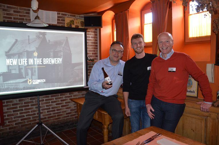 Jeroen Lettens, Klaas Vanderpoorten met het nieuwe bier in restaurant De Heeren Van Liederkercke.