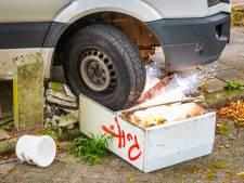 Pakketbezorger ramt stroomkast omver in Eindhoven, parkeerterrein afgezet