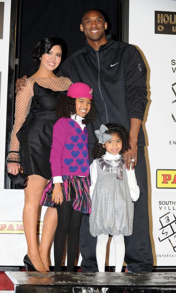 Kobe Bryant met vrouw Vanessa en twee van zijn vier dochters Natalia Diamante en Gianna Maria-Onore.