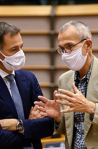 Slangen op maandag. Deze pandemie zal nog tot het einde van volgend jaar ons leven beheersen: tijd om ze met moderne middelen te lijf te gaan