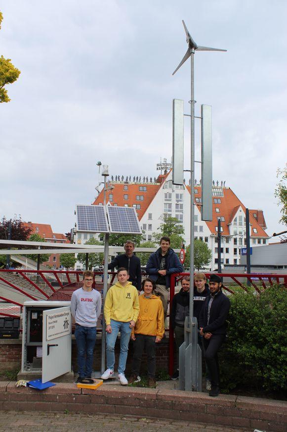 Nooit meer lege batterijen op Don Bosco Sint-Denijs, door de zelfgemaakte ecovriendelijke laadpaal.