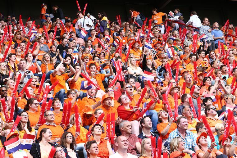 Oranjesupporters tijdens de finale van het EK in 2017 tussen Nederland en Denemarken in het FC Twente Stadion. Beeld null