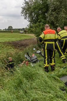 Redders van man op scootmobiel bedankt door politie: 'Hij kwam nog net met z'n hoofd boven het water uit'