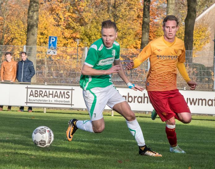 Hilvaria-DBS Joeri van Rijswijk (7) van Hilvaria aan de bal.