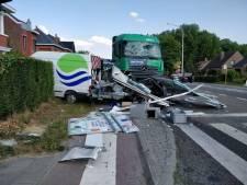 Naakte trucker veroorzaakt megacrash in België