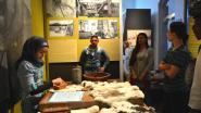 OKAN-leerlingen gidsen leeftijdsgenoten in stadsmuseum