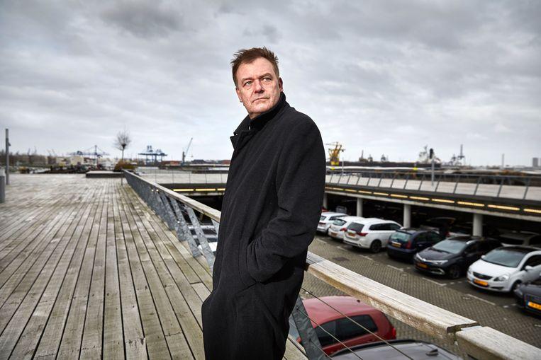 Hoofdofficier van justitie Marc van Nimwegen bij de Waalhaven. Beeld Hollandse Hoogte / Jan de Groen