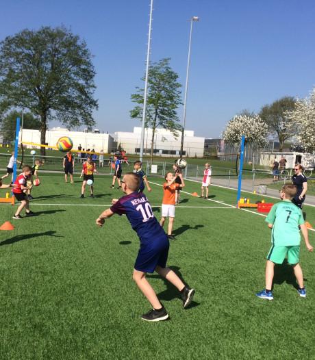 Ook Deventer kinderen volop aan de bak tijdens hete Koningsspelen