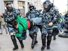 Russische betogingen te lijf met politiemacht en gratis vlees