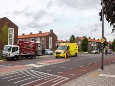 Scooterrijdster gewond bij botsing met bedrijfswagen