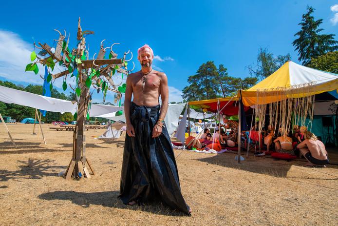 Het festival verhuist naar Zeewolde. Een van de medewerkers, Robin Oudheusden, tijdens een eerdere editie in park Berg en Bos.