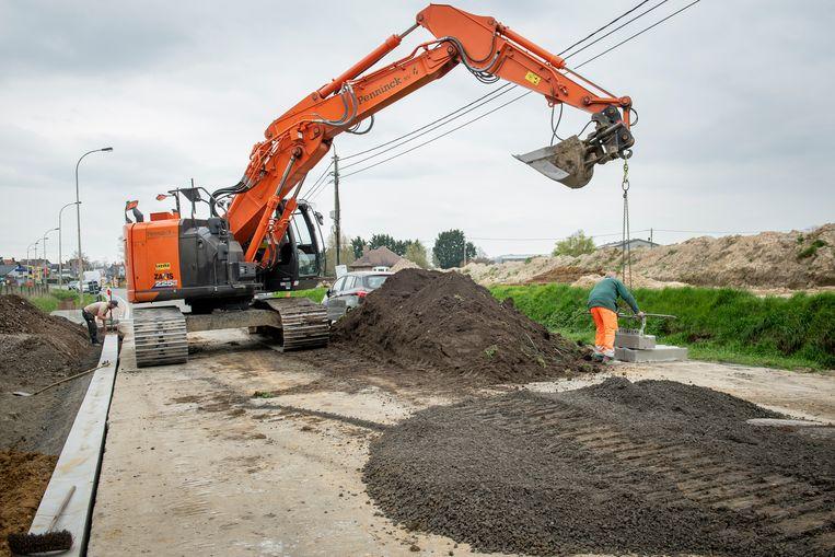 de wegen-en rioleringswerken in de Roeselarestraat zijn volop aan de gang.