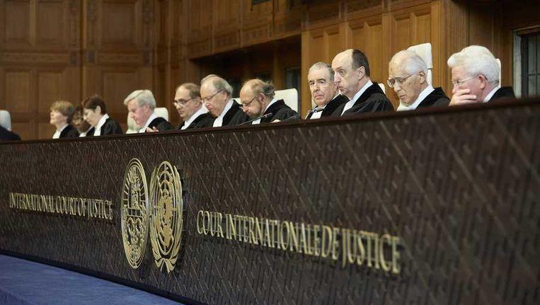 De rechters voorafgaand aan de uitspraak over de Japanse walvisjacht Beeld anp