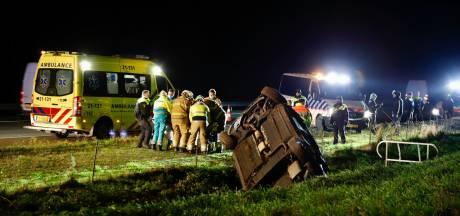 ME'ers die toevallig passeren helpen mensen na ongeluk op A73