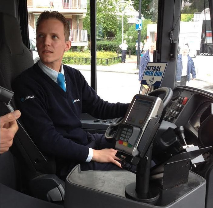 Pinautomaten in de bus moeten er voor zorgen dat het vervoer veiliger wordt.