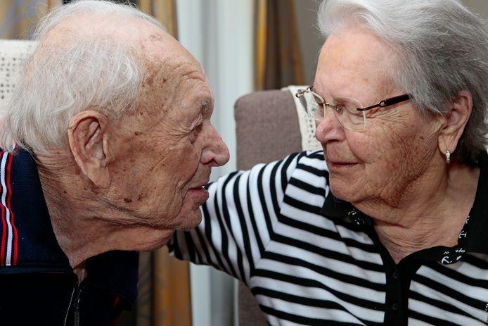 Jo en Heilka Lankhaar uit Wijk en Aalburg zijn 75 jaar getrouwd.