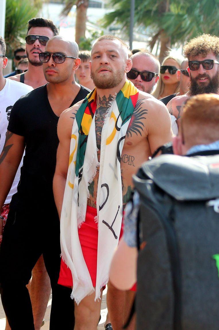 Conor McGregor trok na de 'Money Fight' op vakantie naar Ibiza.