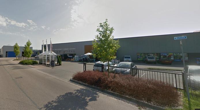 In een leegstaand bedrijfspand aan de Weihoek op bedrijventerrein Nishoek bij Kruiningen opent de Kledingbank Zeeland in een tijdelijke winkel.