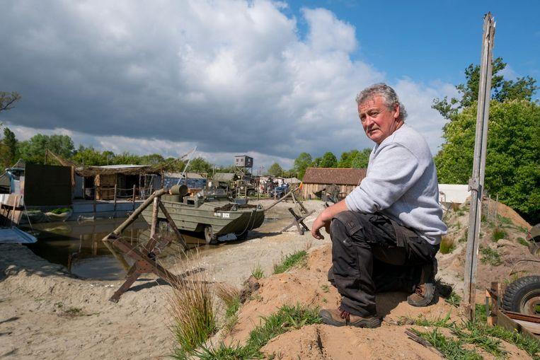 Voorzitter Jan Dyck van Kamp 44 bij dé blikvanger: het strand van Normandië.