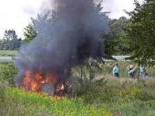 Drietal sleurde man uit brandende auto: 'We hebben hem over de stoelen heen eruit getrokken'