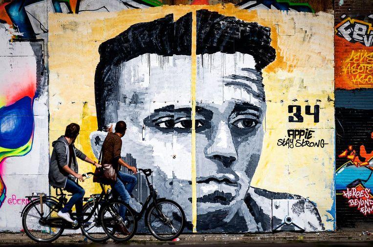 Levensgrote muurschildering van Nouri op een muur van een pand aan de NDSM-werf. Beeld anp