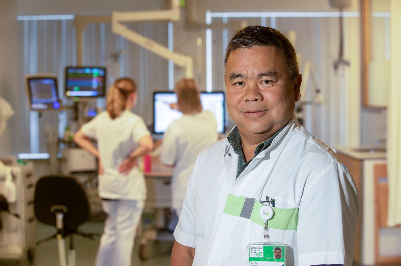 Intensivist Dave Tjan in Ziekenhuis Gelderse Vallei.