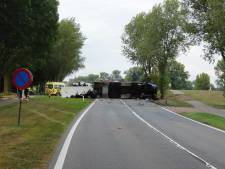 Dode bij botsing auto met vrachtwagen in Escharen