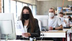 """Onderwijsbonden kwaad over manke communicatie en veranderende regels: """"Leraar die scholier zonder mondmasker ziet, mag werk neerleggen"""""""