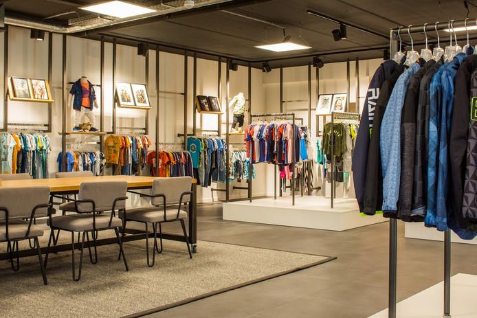 Jomo Fashion produceert onder private label collecties voor modeketens.